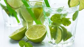 10 zdravých ingrediencí, které by neměly chybět v letních nápojích!