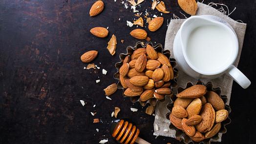 11 skvělých vlastností mandlového mléka, o kterých jste nevěděli