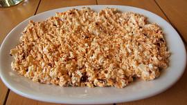 Co ke grilovanému masu? Zkuste pikantní srbský salát nesalát zvaný Bouřlivák!