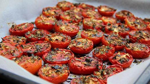 Vaříme z rajčat: Rychlé a snadné recepty na zapékaná rajská jablka