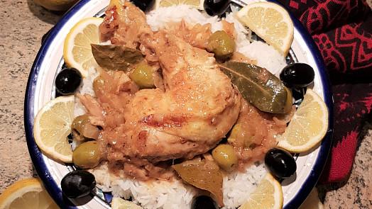 Oběd na neděli: Připravte si voňavé senegalské kuře na cibuli a citrónu, doplněné olivami