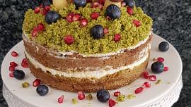Mechový dort je hit! Víte, jak se peče a díky jaké přísadě je tak zelený?