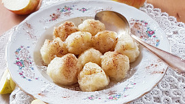 Jablečné knedlíčky jen ze dvou ingrediencí : Skvělá lehká večeře nebo rychlý letní dezert!