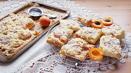 Holka u plotny radí: Jak udělat skvělý meruňkový koláč i bez kynutí? Stačí znát dobrý recept!