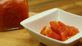 Proč jíst rajčata? Krásně se po nich opálíte a ještě vám vyčistí tělo od toxinů