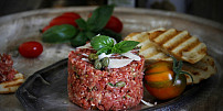 Tatarák (ne)tradičně: Dáte si tvarůžkový, bramborový nebo z pečeného celeru?