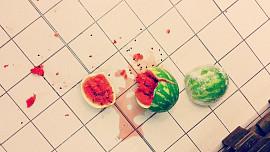 Pravidlo pěti vteřin: Opravdu můžeme jídlo bezpečně sníst, i když spadne na zem?