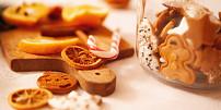 Co s přebytky po vánočním pečení? Vyrobte z nich kouzelné ozdoby na stromeček!