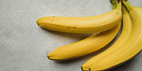 Nejstarší ovoce světa a nejlepší lék na kocovinu. Čím se liší žluté banány od červených?