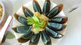 """Jedlík testuje nejbizarnější kuchyně: Proč Číňani milují zkažená """"stoletá"""" vejce?"""