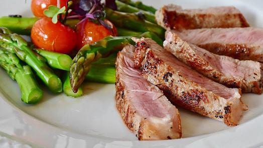 Argentinci jedí v neděli hovězí, Japonci guláš. Jak se liší sváteční obědy ve světě?