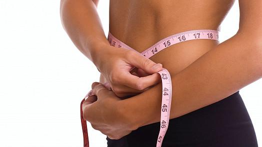 Chcete shodit přebytečná kila do měsíce? Tyto jednoduché triky vám pomohou lépe než drastická dieta