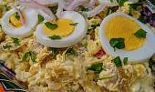 Dřív se jedl teplý a s ančovičkami: Historie bramborového salátu je jen pro silné žaludky