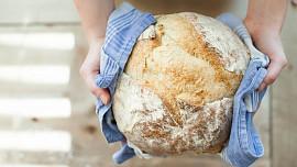 Letem chlebovým světem: Víte, co je to lavaš, kde se jí naan a čím se plní mlawi?