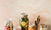 Zeleninová nakládačka: připravte si pikantní mrkev, česneková cherry rajčátka nebo křupavé fazolky
