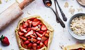 Upečte si koláč: Na přípravu skvělého křehkého těsta vám stačí jen tři ingredience! Víte, které to jsou?