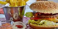 """Když do těla """"lijeme"""" nekvalitní beznín. Co je junk food a proč byste se mu měli vyhnout?"""