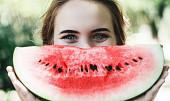 Pitný režim vlétě? Nedostatek tekutin pomůže doplnit meloun, rajče i polévka!