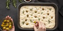 Královnou italských chlebů je focaccia. Upečte si ji podle originálního receptu!