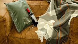 Restaurace stále zavřené? Připravte si romantický večer doma! Co by na něm nemělo chybět?