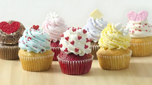 Cupcakes: Americké dortíčky jsou hit i v Česku! Jak se liší od muffinů a čím je nazdobit?