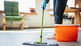 Jarní úklid volá! Vyčistěte troubu, mikrovlnku i zanesené hrnce bez chemie a skoro zadarmo