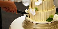 Historie svatebních dortů: Od chlebového koláče až po šílenosti devadesátek