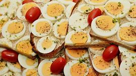 Mýty vs. fakta: Je zdravé jíst vajíčka? A kolik denně je akorát?