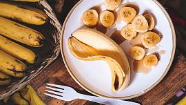 Jezte tři banány denně pro zdravější srdce a spánek, radí lékaři. Proč si oblíbit tuhle vitaminovou bombu?