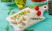 Feta do řeckého salátu, balkán do šopáku: Víte, čím se tyto dva sýry liší?