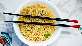 Jedlíkova cesta kolem světa: Na procházce Pekingem ochutnáte nudle i černá vejce