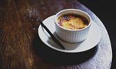 Kdo vymyslel crème brûlée? Možná španělské jeptišky, které zkazily dort pro biskupa
