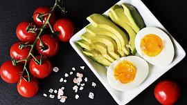 Jak je to ve skutečnosti s populární keto dietou? S přebytečnými kily pomůže, ale zdraví může uškodit