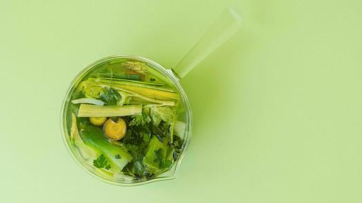 Tukožroutská polévka je snadná, očistí tělo a pomůže shodit kila. Jak na ni?