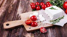 Jak levně vyrobit skvělý domácí sýr? Stačí pár základních surovin a trocha trpělivosti