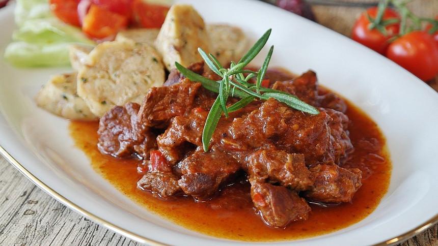 Česká gastronomie v průběhu věků: Za první republiky byla uznávaná, dnes je plná náhražek