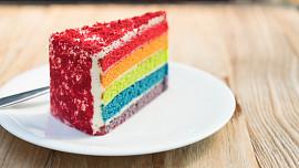 Pečte nejen lahodně, ale i krásně: Jak zvládnout krásně barevný duhový dort?