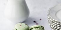 Křehké, lehké a krásně barevné: Návod na pravé makronky podle profi cukrářky