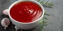 Domácí kečup: Zkuste jej udělat s medem, chilli omáčkou nebo z pečených rajčat