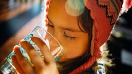 Mýty vs. fakta: Opravdu je nutné a zdravé vypít tři litry denně?