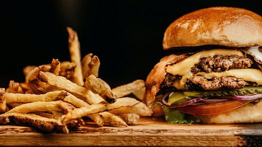 Souboj na talíři: Připravte si hamburger s trhaným masem jako šéfkuchař!