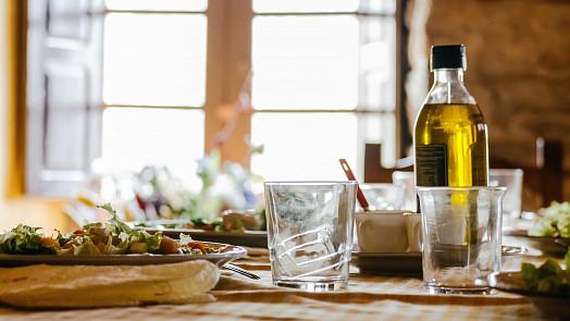 """Neobvyklé oleje: Makový se hodí do kaší, hroznový na salát a sezamový na """"čínu""""!"""