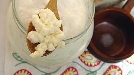 Acidofilní mléko vs. kefír: Jak se od sebe liší a co je k čemu dobré?