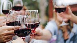Dejte na radu Francouzů! 6 dobrých důvodů, proč pít kvalitní červené víno