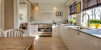 Tipy a triky do kuchyně: Pořiďte si šikovné pomocníky a ochutnejte novinky