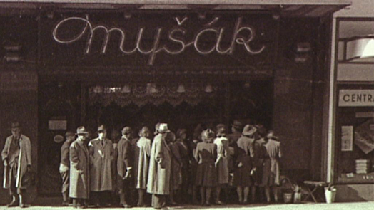 Do legendární cukrárny Myšák chodil za první republiky mlsat i Oldřich Nový