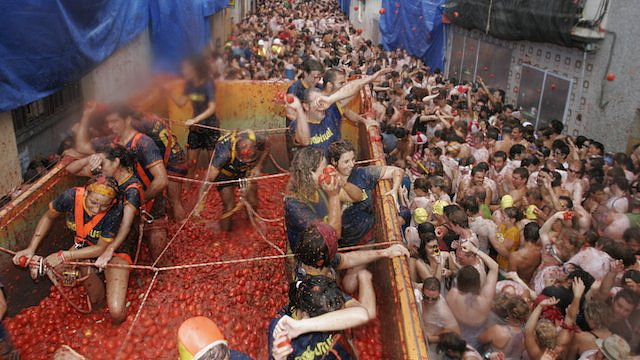 La Tomatina. Zdroj: Carlesboveserral - Own work, CC BY-SA 4.0, https://commons.wikimedia.org/w/index.php?curid=42084977