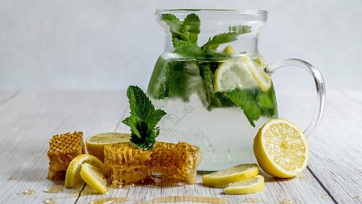 S vůní bylinek: Připravte si osvěžující limonádu z vlastnoručně vyrobeného sirupu