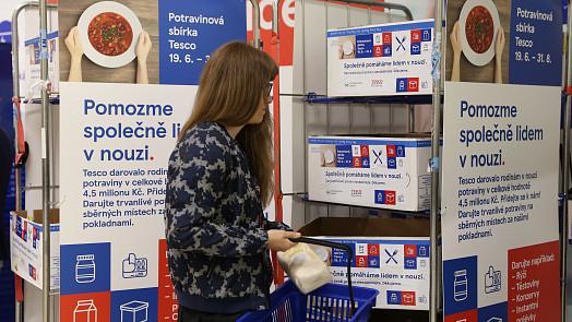 Během Letní potravinové sbírky Tesco darovali zákazníci téměř 43000 porcí jídla