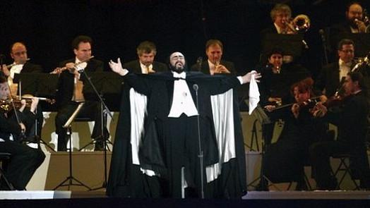Pavarotti miloval jídlo, hlavně špagety. V InterContinentalu mu museli přistavět vlastní kuchyň